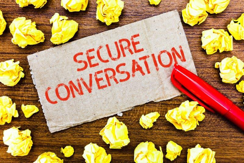 Muestra del texto que muestra la conversación segura Comunicación cifrada asegurada foto conceptual entre los servicios web imagen de archivo
