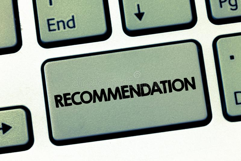Muestra del texto que muestra la recomendación Oferta conceptual de la foto en cuanto a la mejor línea de endoso de la conducta fotografía de archivo