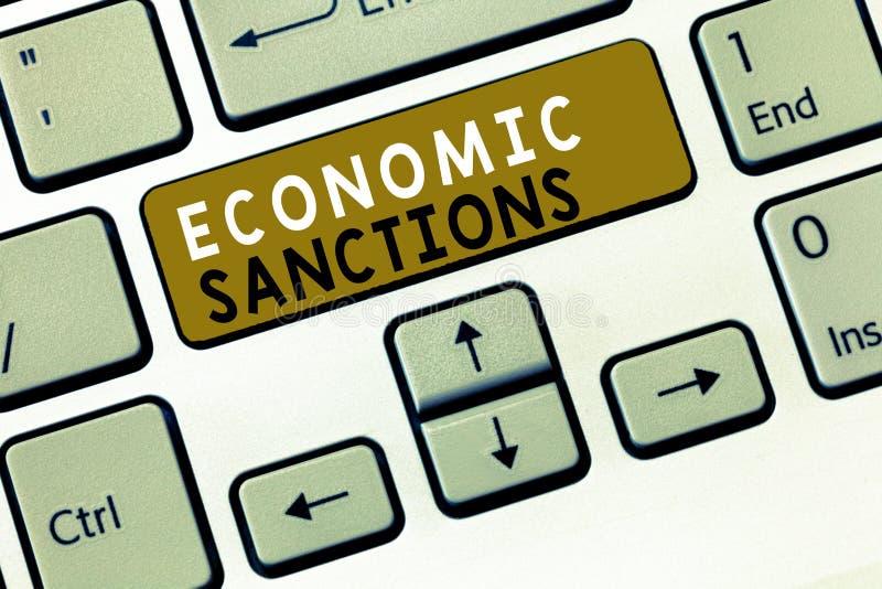 Muestra del texto que muestra sanciones económicas Castigo conceptual de la pena de la foto impuesto en otra guerra comercial del fotografía de archivo