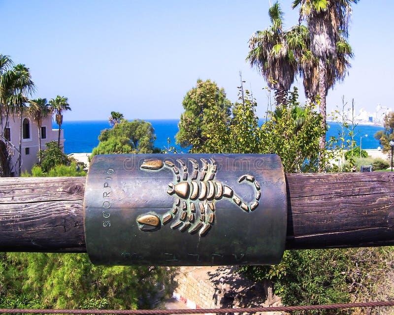 Muestra del zodiaco del escorpión en el puente que desea Jaffa foto de archivo libre de regalías
