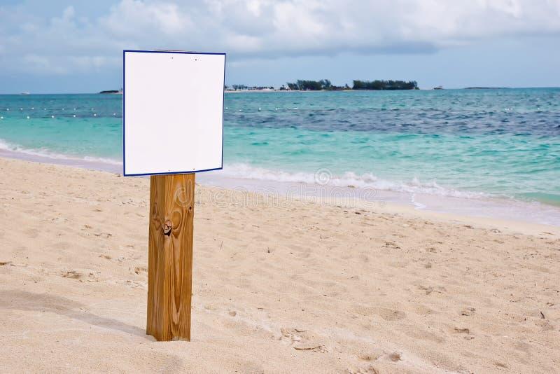 Muestra en blanco en la playa del Caribe fotografía de archivo libre de regalías