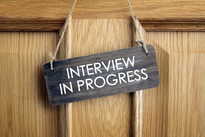 Muestra en curso de la entrevista en puerta de la oficina fotografía de archivo