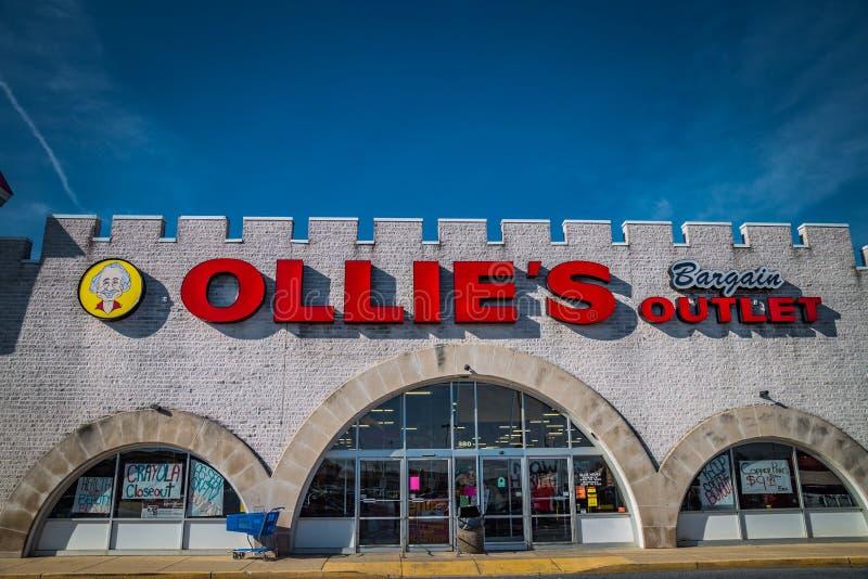 Muestra exterior en la ubicación de la venta al por menor del mercado del negocio de Ollies fotos de archivo libres de regalías