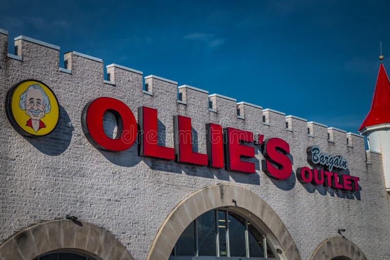 Muestra exterior en la ubicación del mercado del negocio de Ollies fotografía de archivo libre de regalías