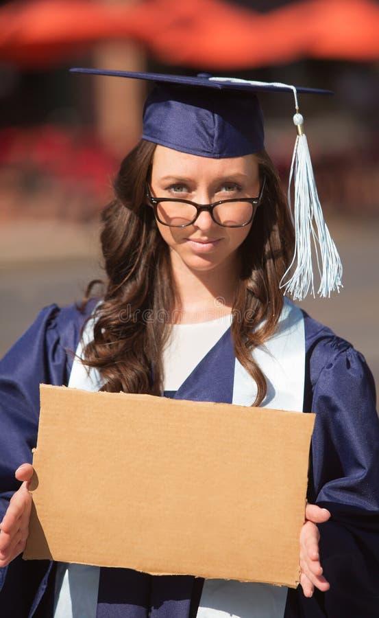 Muestra graduada de la cartulina que lleva fotos de archivo libres de regalías
