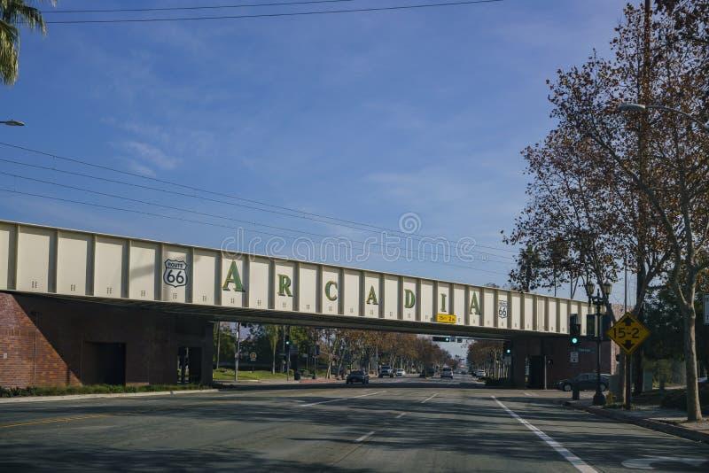 Muestra grande de la Arcadia y del camino histórico 66 imagen de archivo libre de regalías