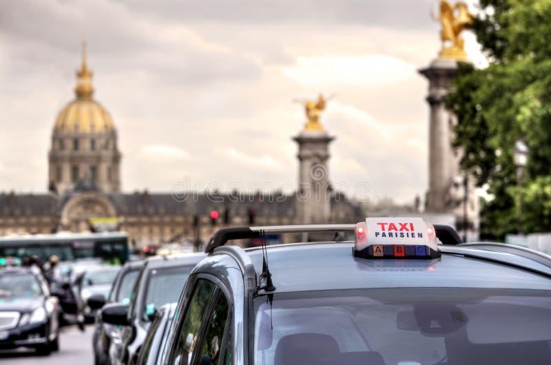 Muestra parisiense del taxi. París, Francia. foto de archivo
