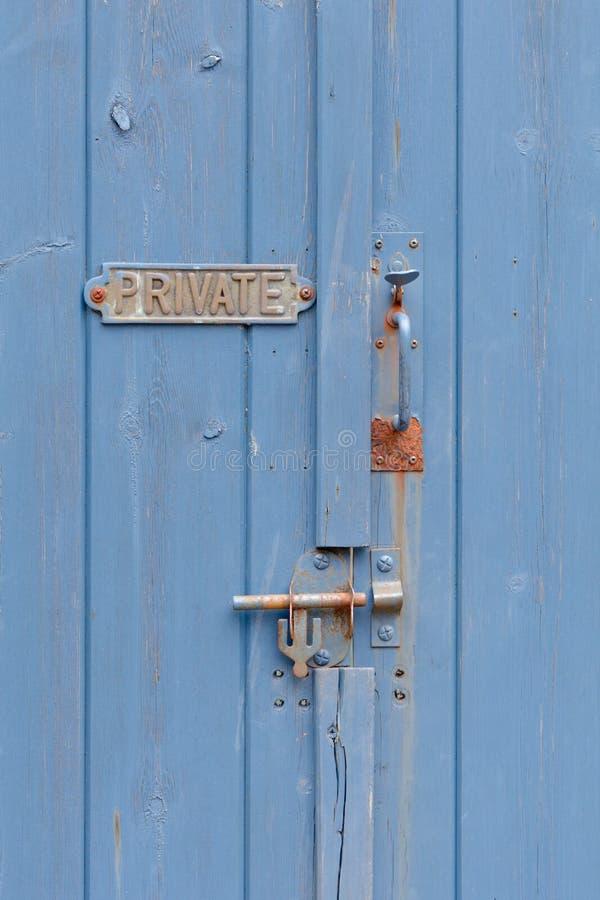 Muestra privada en la entrada azul foto de archivo