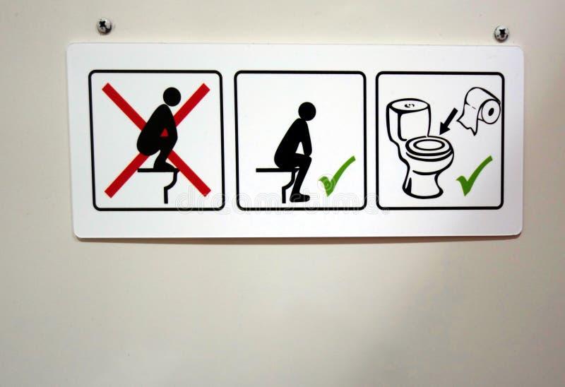 Muestra que da instrucciones toileting fotografía de archivo