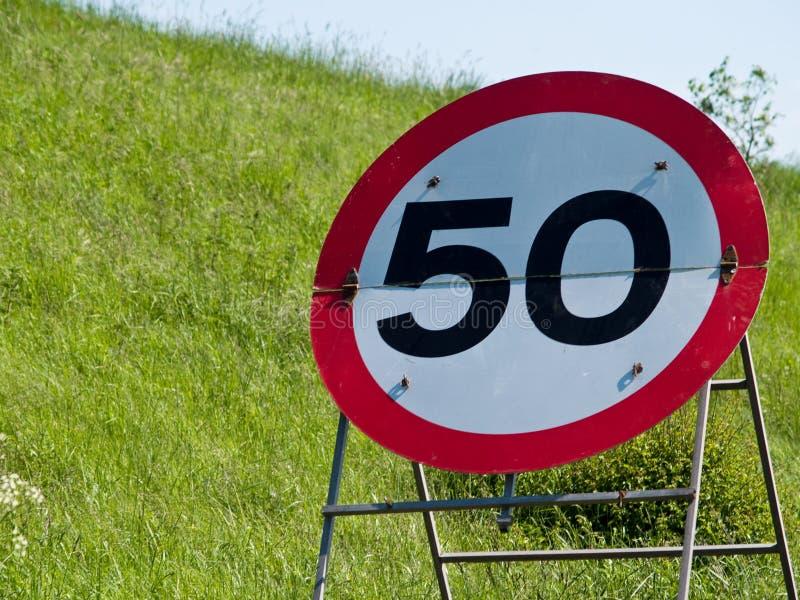 Muestra temporal de la restricción de la velocidad de 50 mph imagenes de archivo