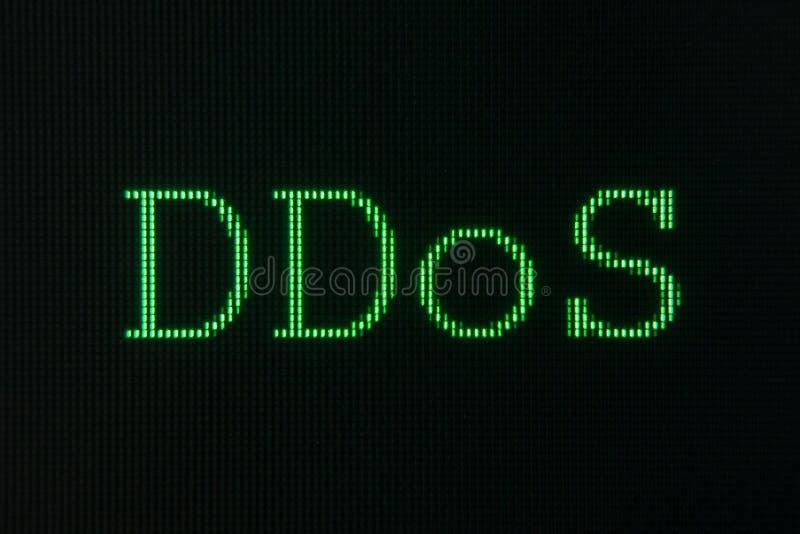 Muestra verde del DDoS, denegación de servicio distribuida, exhibida en la pantalla de ordenador fotografía de archivo libre de regalías