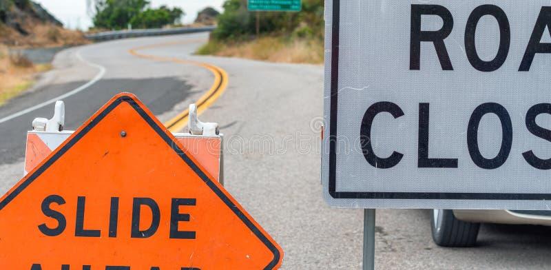 Muestras cerradas del camino, concepto del peligro foto de archivo libre de regalías