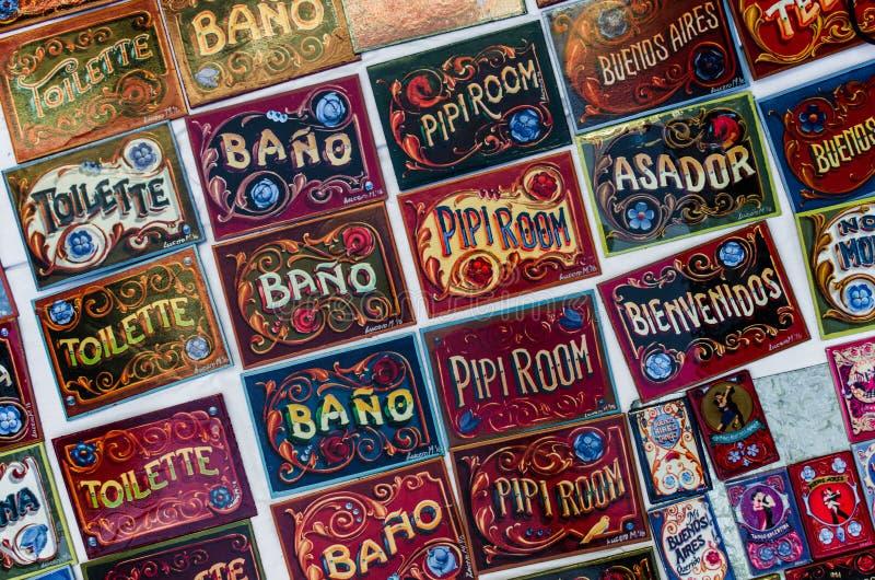Muestras coloreadas de la puerta, hechas en el estilo tradicional de Buenos Aires del fileteado de pintura imagen de archivo libre de regalías