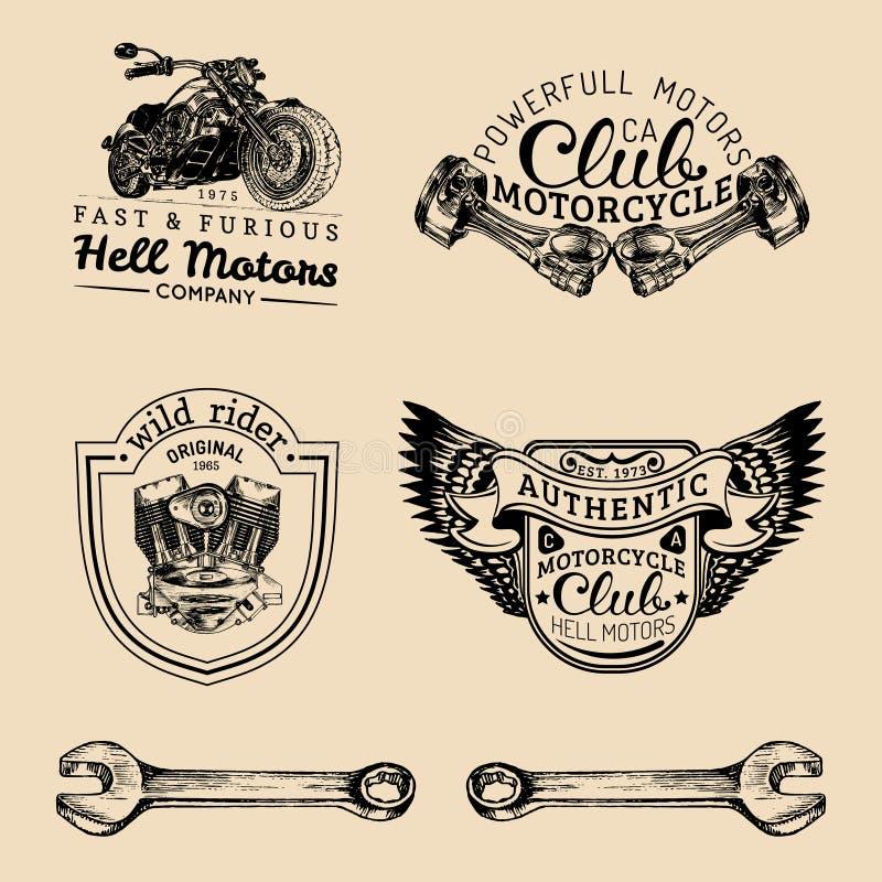 Muestras del club del motorista del vector Logotipos de la reparación de la motocicleta fijados La mano retra bosquejó etiquetas  stock de ilustración