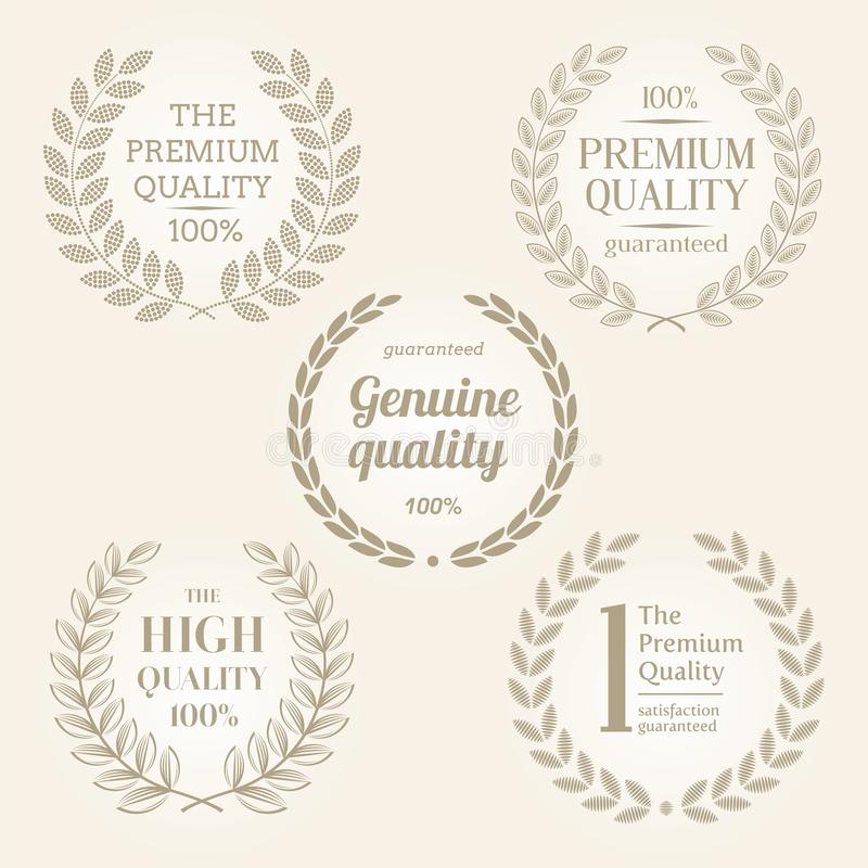 Muestras y emblemas de la calidad con la guirnalda del laurel ilustración del vector
