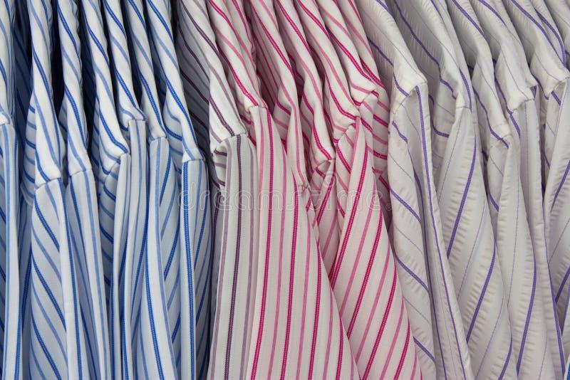 muffa långa skjortor arkivfoton