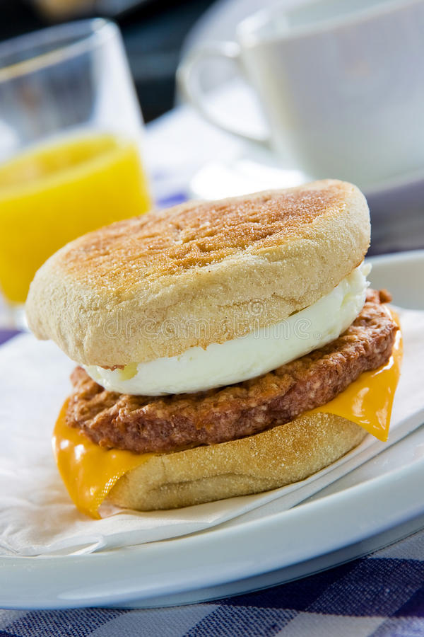 muffin αυγών λουκάνικο στοκ εικόνα