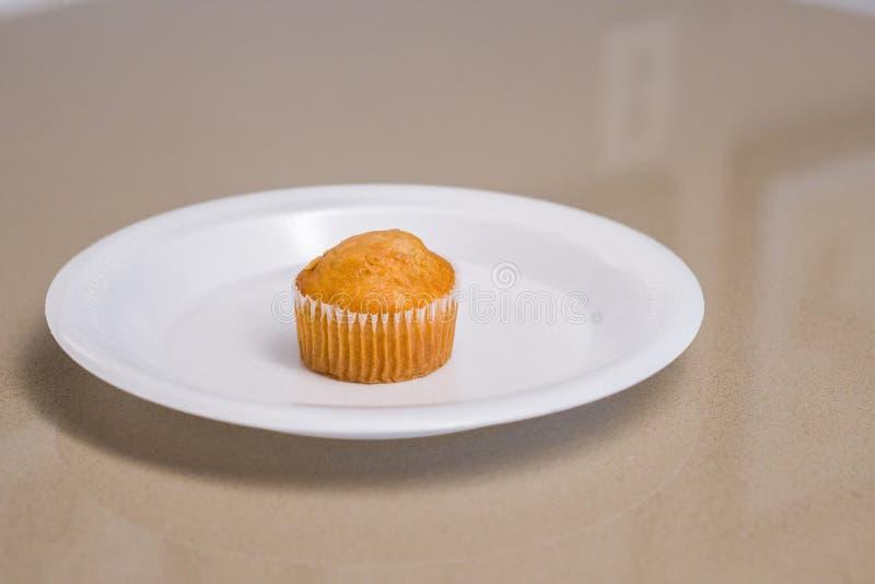 Muffin auf Platte stockfoto