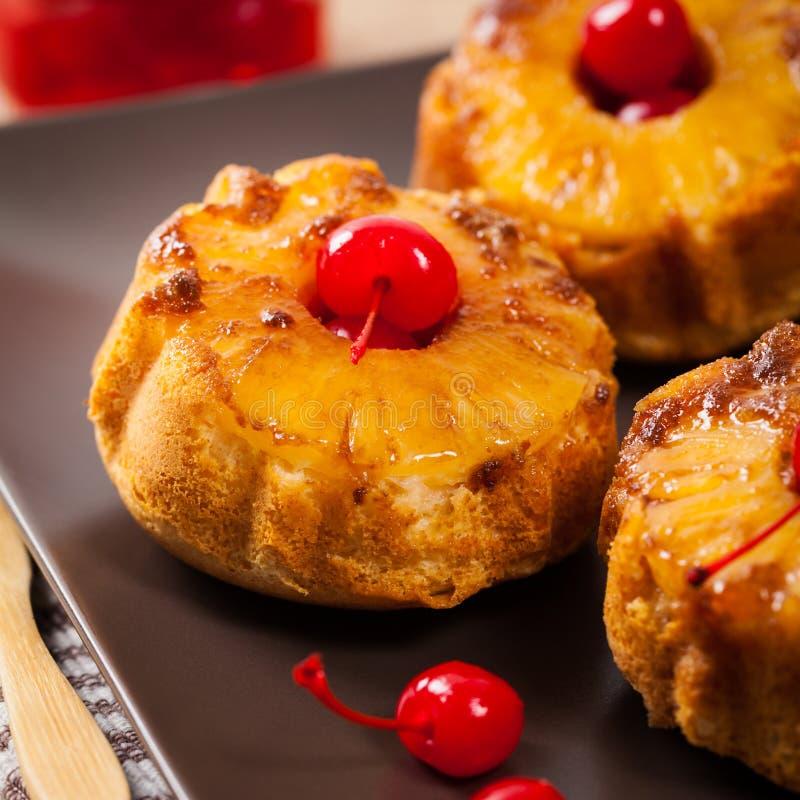 Muffin capovolti dell'ananas immagine stock