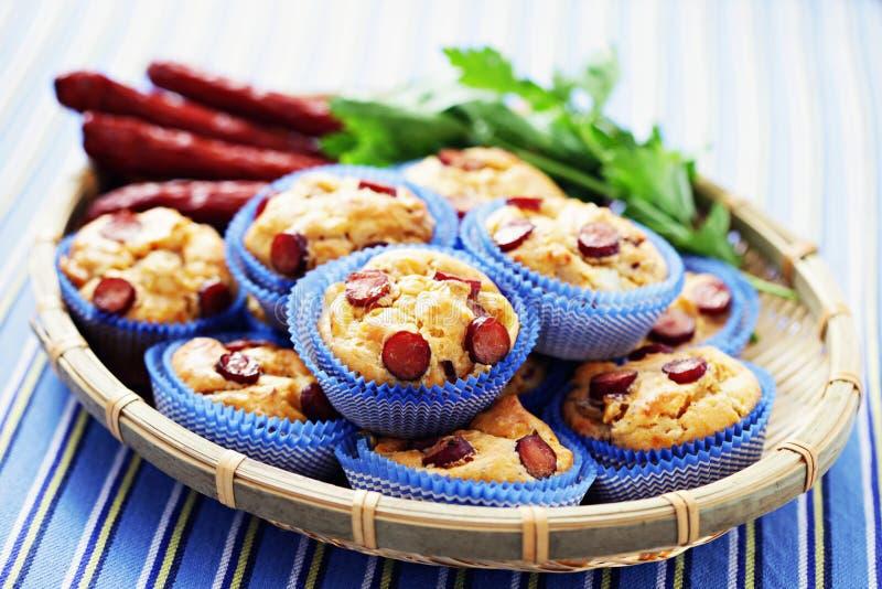 Muffin con le salsiccie fotografie stock libere da diritti