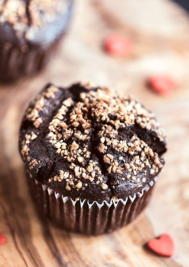 Muffin del cioccolato con caramello fotografie stock