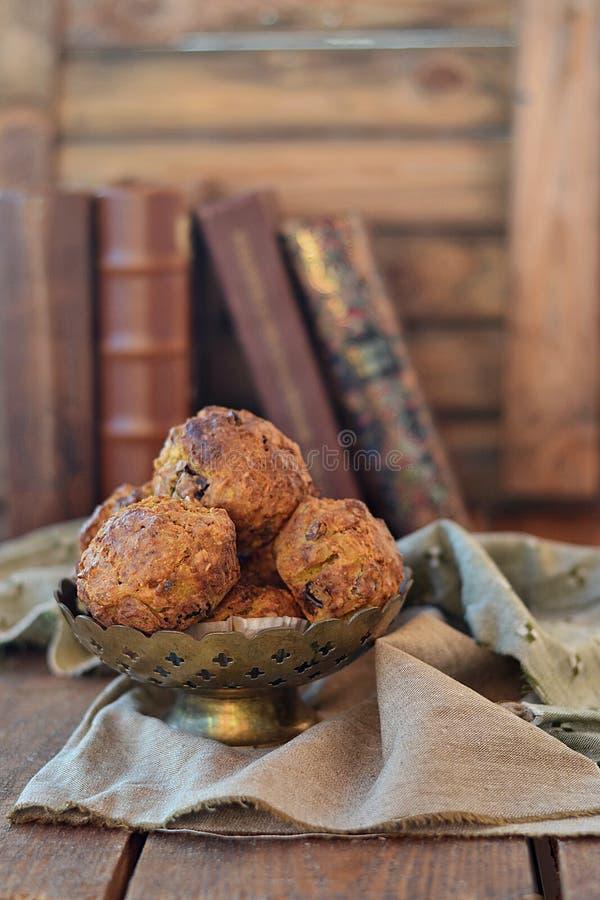 Muffin della carota con sciroppo d'acero fotografia stock