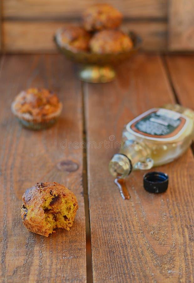 Muffin della carota con sciroppo d'acero immagine stock libera da diritti