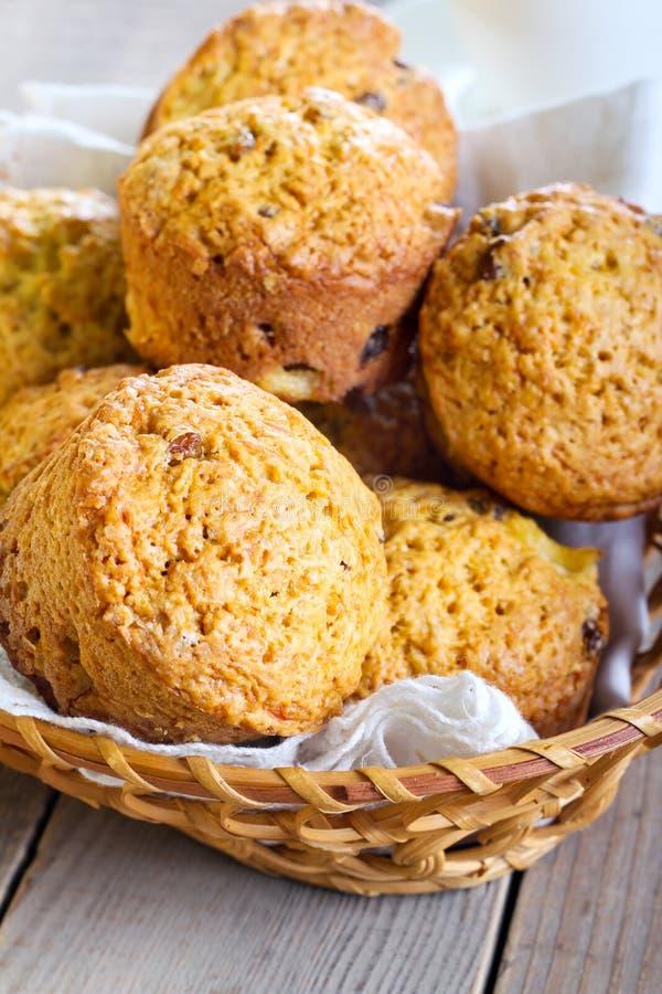 Muffin della zucca, dell'ananas e dell'uva passa immagini stock libere da diritti