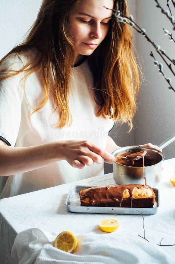 Muffin för frukost Lantligt utforma Hemlagat ny-bakat M royaltyfria foton