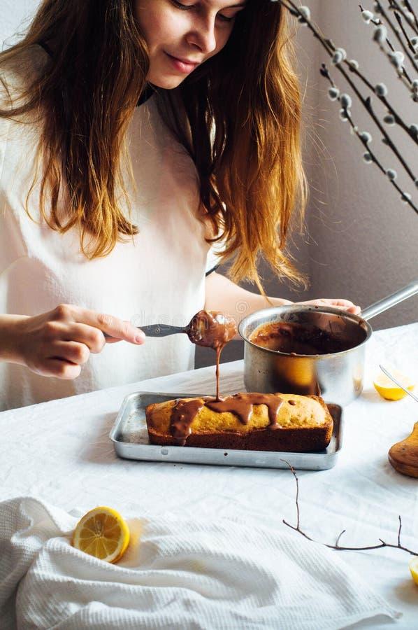 Muffin för frukost Lantligt utforma Hemlagat ny-bakat M arkivbilder