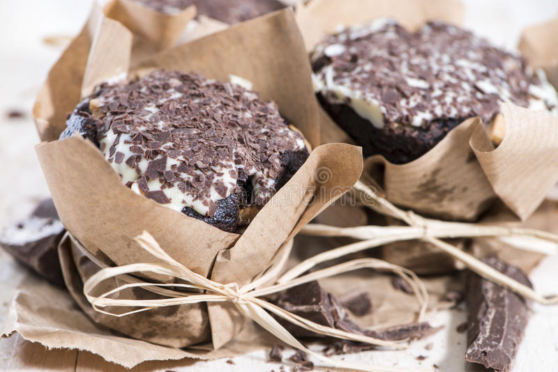 Muffin fatti freschi del cioccolato fotografia stock