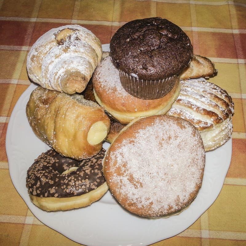 Muffin & guarnizioni di gomma piuma & croissant immagini stock