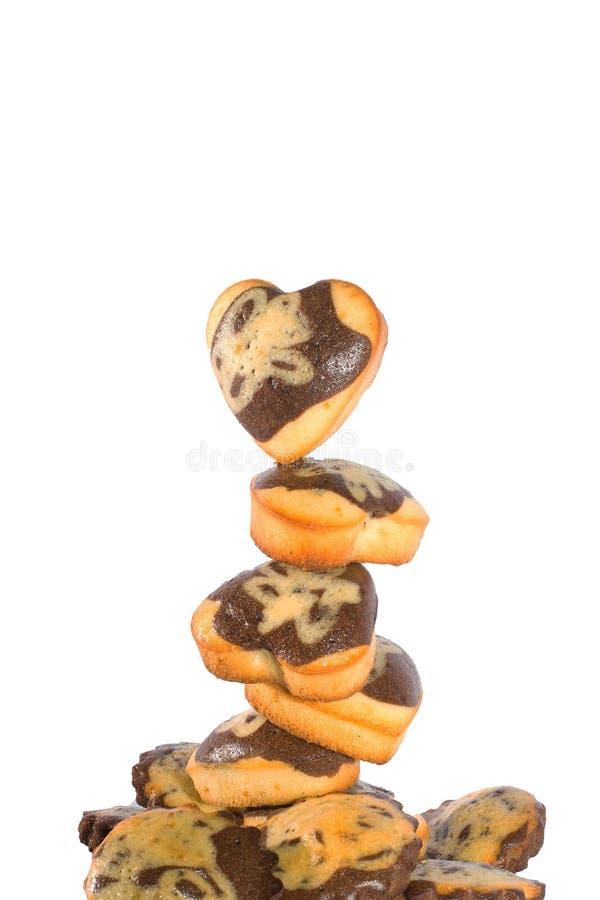 Muffin i form av hjärtor på vit bakgrund royaltyfri fotografi