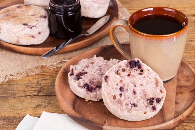 Muffin inglese del mirtillo immagini stock