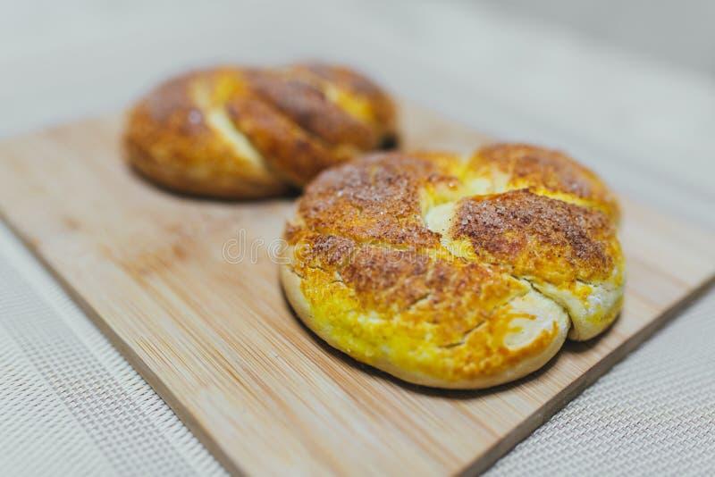 Muffin med bakgrund för påskägg fotografering för bildbyråer