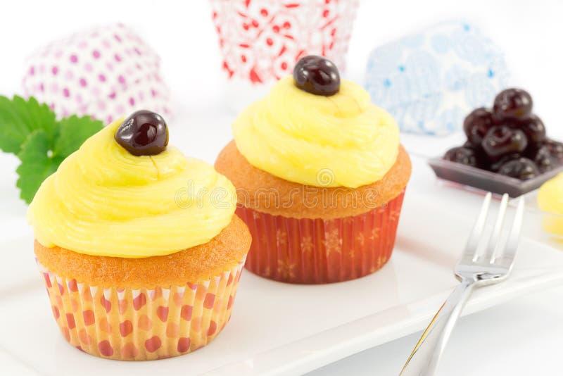 Muffin med kräm royaltyfria foton