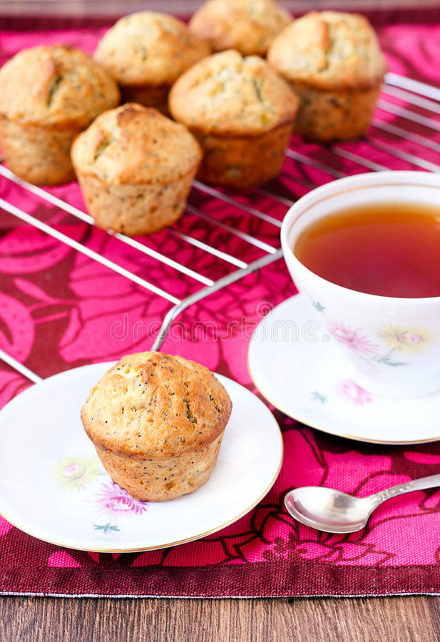 Muffin med vallmofrö arkivfoto