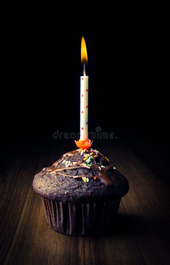 muffin mit brennender kerze stockbild bild von. Black Bedroom Furniture Sets. Home Design Ideas