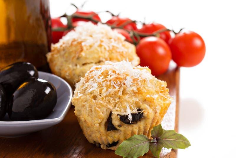 Muffin saporiti con parmigiano immagini stock libere da diritti