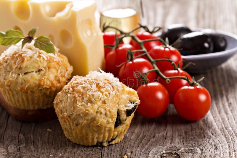 Muffin saporiti con parmigiano fotografia stock