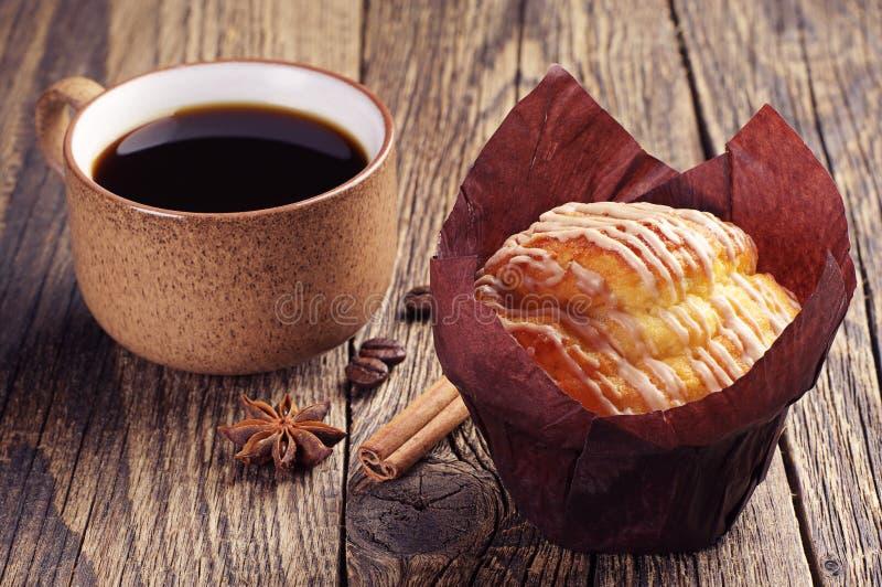 Muffin und Kaffee stockbilder