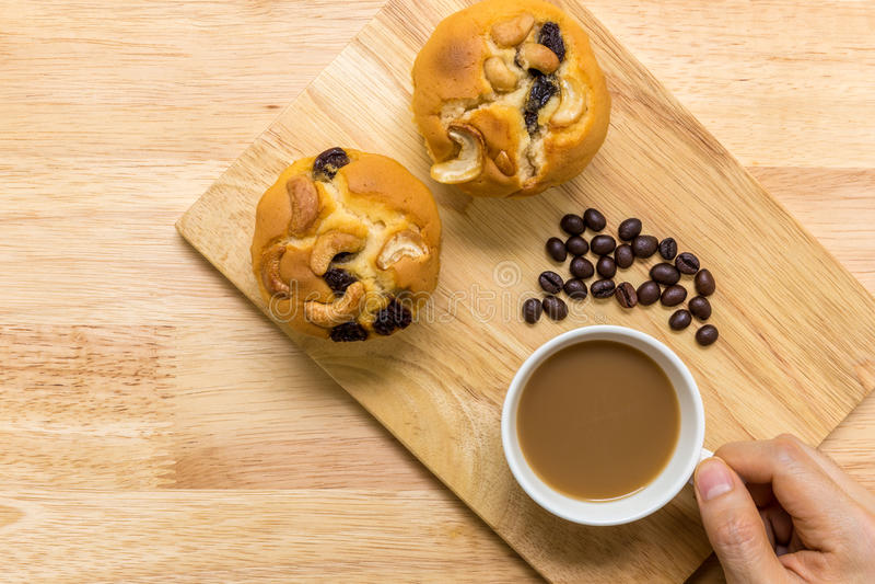Muffin voor Koffiepauze/Muffin voor Koffiepauzeachtergrond royalty-vrije stock foto's