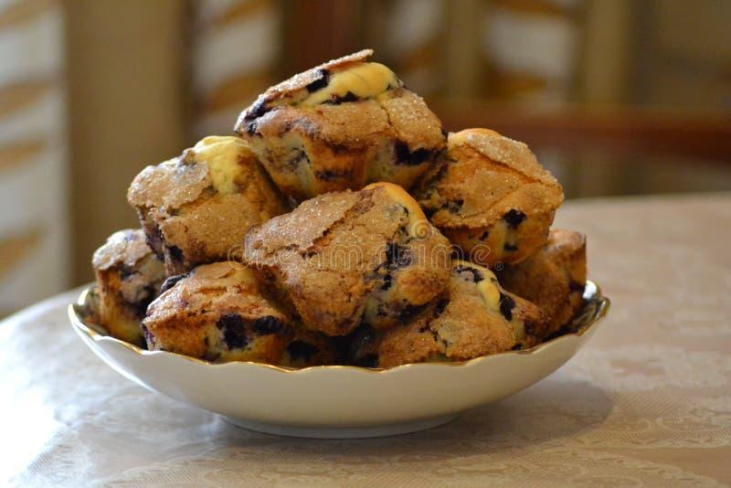 Muffiner med blåbär arkivbild