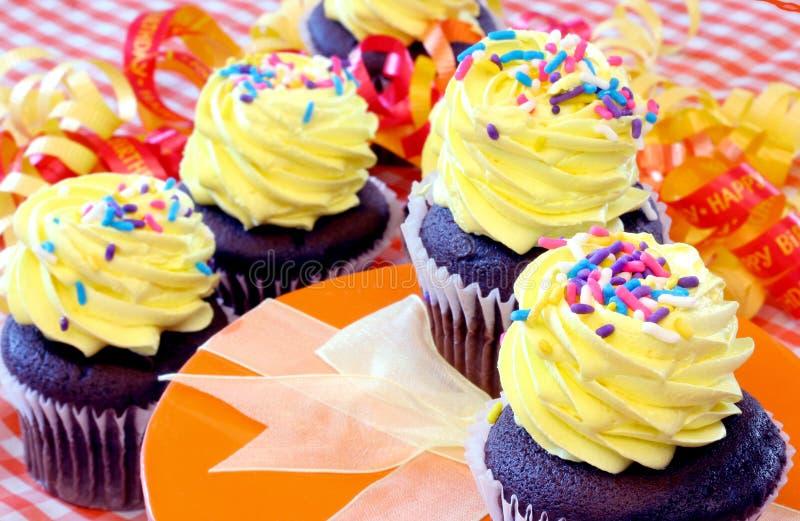 muffiner party yellow royaltyfri bild