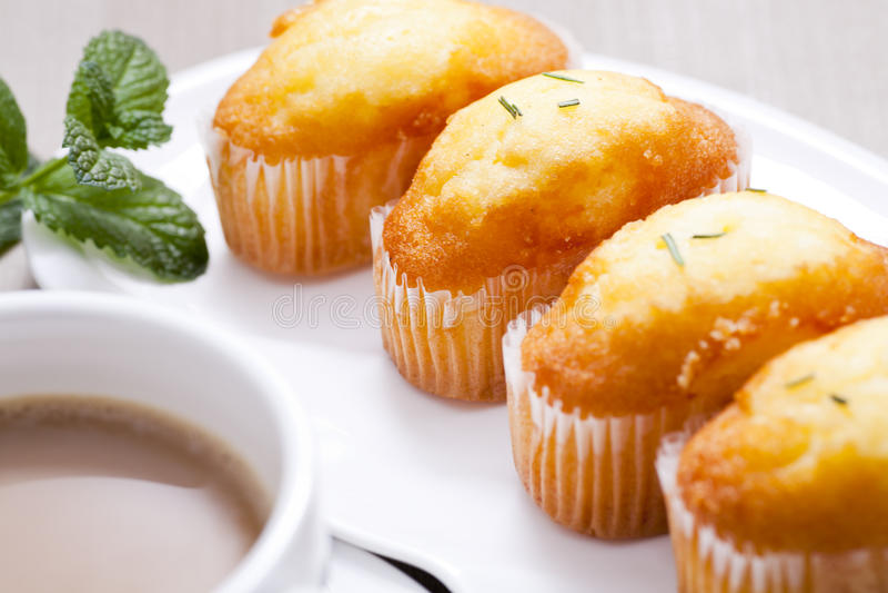 Download Muffinkuchen stockbild. Bild von nahrung, gebäck, kohlenhydrate - 26370079