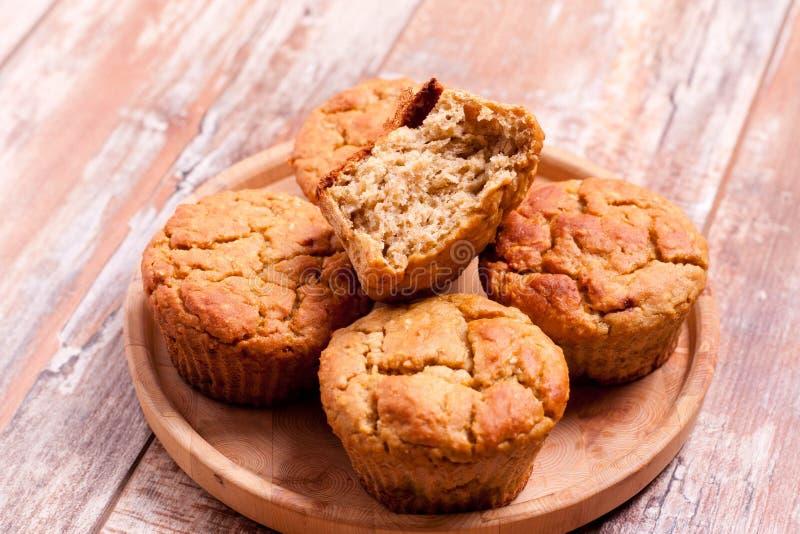 Muffins καρότων για το υγιές μεσημεριανό γεύμα παιδιών στοκ φωτογραφία με δικαίωμα ελεύθερης χρήσης