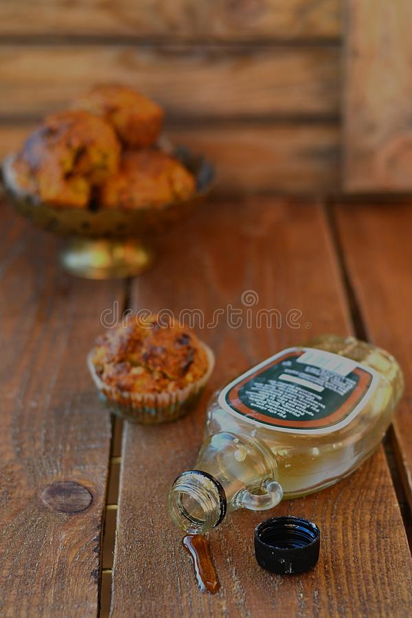 Muffins καρότων με το σιρόπι σφενδάμνου στοκ φωτογραφία