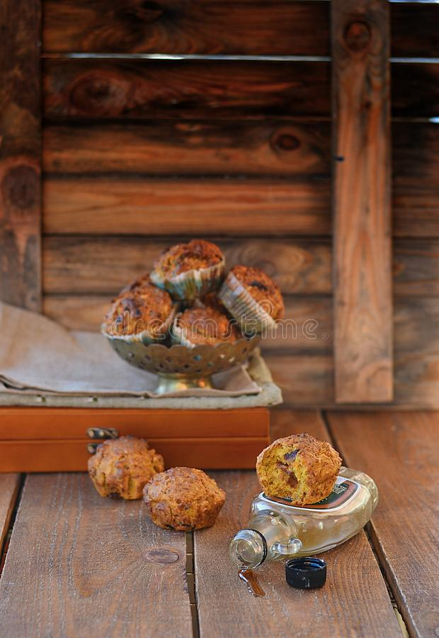 Muffins καρότων με το σιρόπι σφενδάμνου στοκ εικόνα