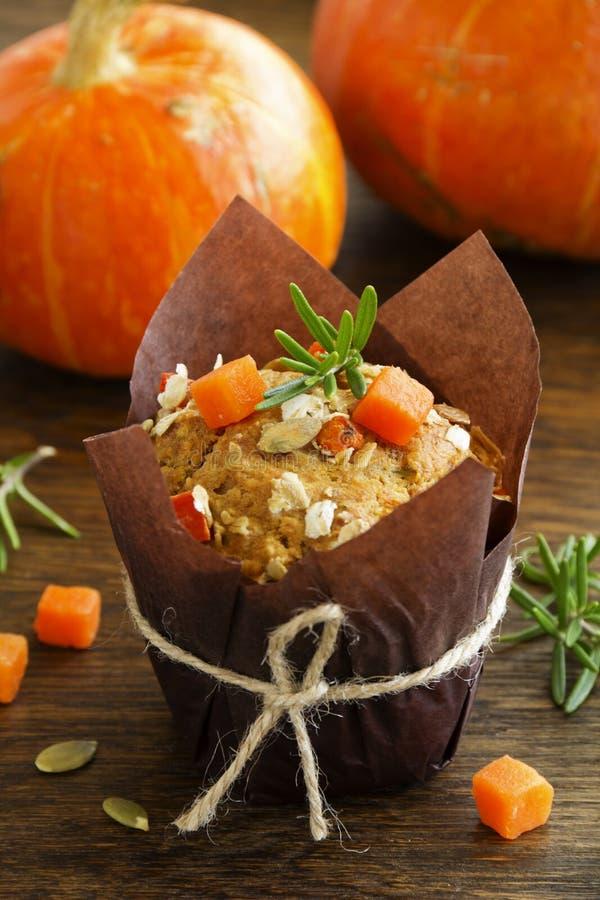 Muffins κολοκύθας με το δεντρολίβανο στοκ εικόνες με δικαίωμα ελεύθερης χρήσης
