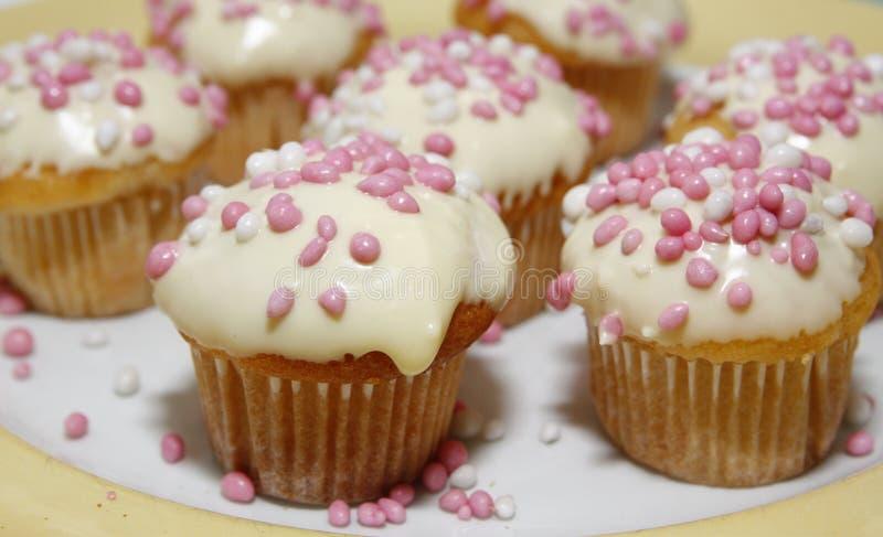 Muffins με τα ρόδινα και άσπρα ποντίκια στοκ φωτογραφία με δικαίωμα ελεύθερης χρήσης